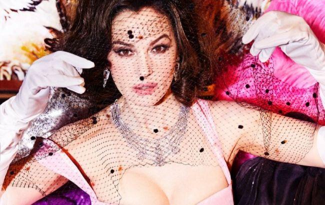 Танцовщица кабаре: 56-летняя Моника Беллуччи повторила соблазнительный образ Мадонны для глянца