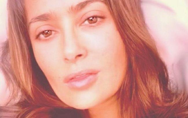 Без макияжа и фильтров: 54-летняя Сальма Хайек восхитила красотой на фото крупным планом