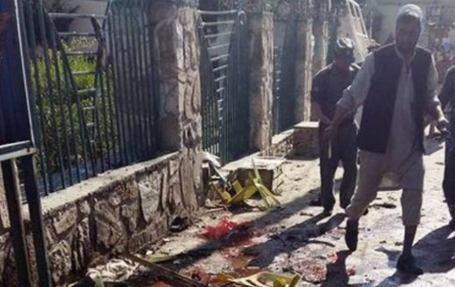 В Афганістані під урядовою будівлею підірвався смертник, є жертви