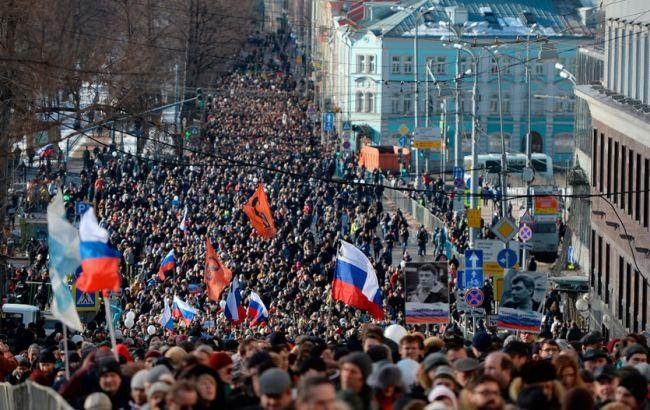 Фото: на марш памяти Немцова вышли тысячи москвичей (РИА Новости)