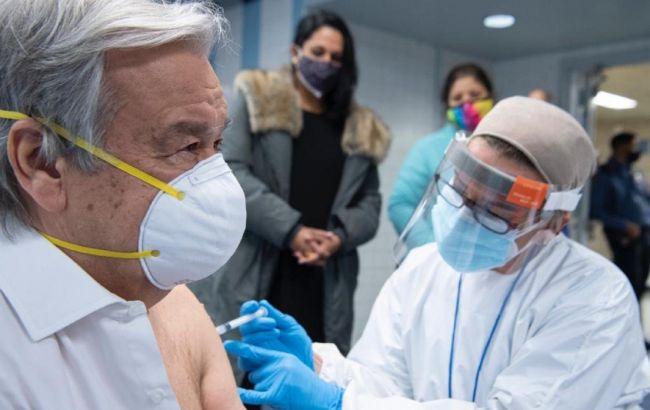 Генсек ООН зробив щеплення COVID-вакциною
