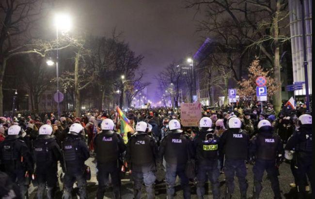 Обмеження права на аборт: містами Польщі прокотилися нові протести