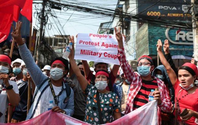 Переворот в Мьянме: протестующие потребовали освободить президента