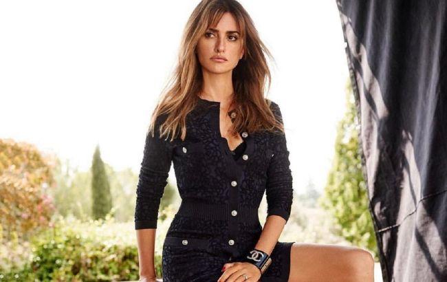 Самая красивая: 46-летняя Пенелопа Крус в прозрачном платье демонстрирует идеальную фигуру