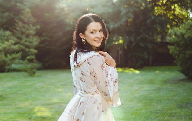 Романтична Валентина Хамайко в ніжному образі знялась для французької фотосесії