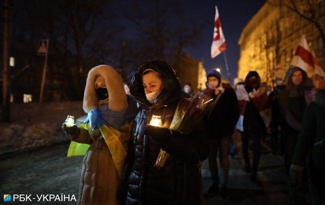 В Киеве проходит шествие к годовщине расстрелов на Майдане. Пришли на Банковую
