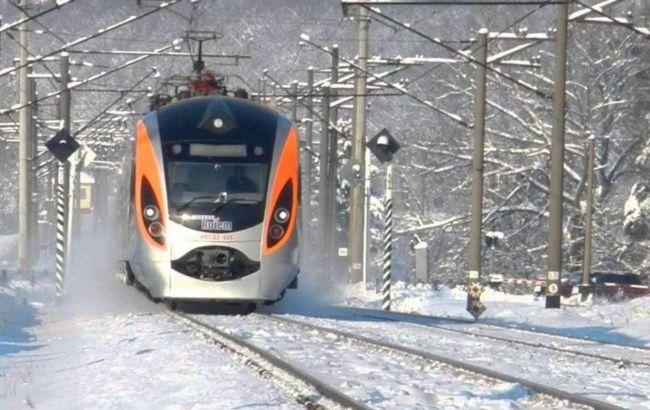"""Зеленский пообещал украинцам новые поезда: """"поездка должна длиться 3-4 часа"""""""
