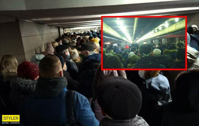 В метро Киева образовались огромные очереди: фото коллапса