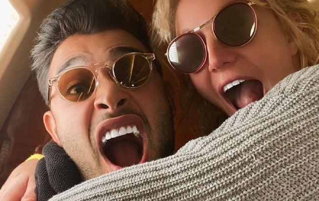 Идеальная пара: Бритни Спирс показала редкие фото с отдыха с 26-летним возлюбленным