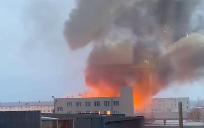 В Харькове в районе завода произошел серьезный пожар