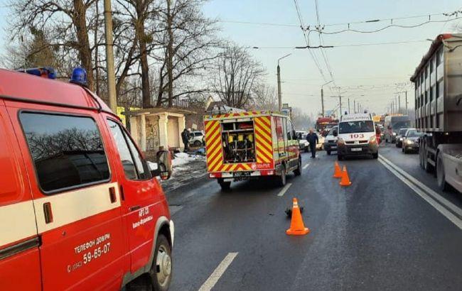В Івано-Франківській області сталось масштабне ДТП, є загиблий та травмовані
