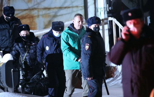 Навального доставили в колонию для отбывания тюремного срока