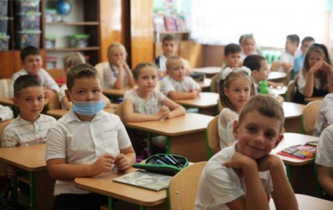 Мэр Львова предложил перевести школы на дистанционку
