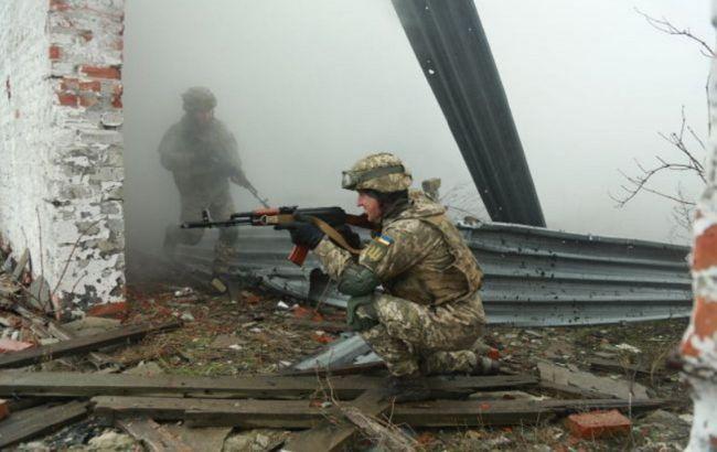 """Окупанти 19 разів порушили """"тишу"""" на Донбасі: стріляли з танків, загинув військовий"""