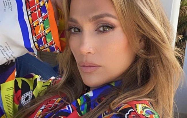 Неймовірно молодить: 51-річна Дженніфер Лопес змінила відтінок волосся і стала ще красивіше