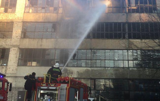 Пожежу на заводі в Чернівцях загасили