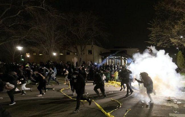 Беспорядки в Миннесоте: застрелившая афроамериканца офицер ушла в отставку