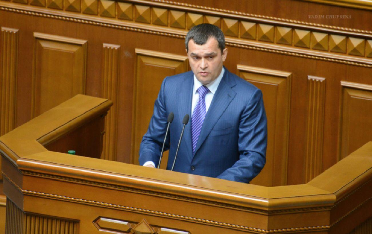 Суд заочно арестовал экс-главу МВД Захарченко. Это позволяет начать процедуру экстрадиции
