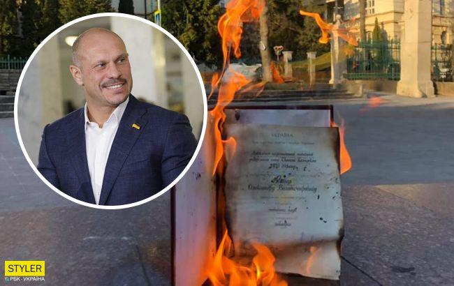 Кандидат медицинских наук сжег свою диссертацию после того, как Кива получил ученую степень