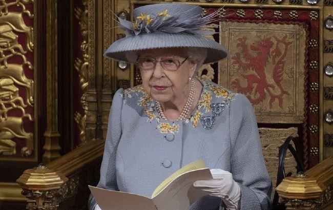 Безупречна: Елизавета II восхитила сеть цветущим видом в ярком весеннем образе