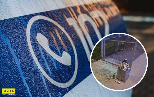 У Львові троє хлопців розтрощили зупинку і пішли пити пиво: чим обернулася витівка (фото)