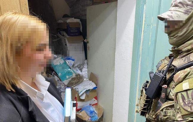 В Одеській області співробітниця поліції торгувала наркотиками, які крала з речдоків