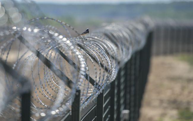 Высота забора на границе между Россией и Латвией составит 2,7 метра
