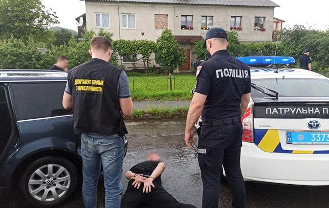 """""""Заробляли"""" 1 млн гривень у місяць: на Прикарпатті затримали оптових наркоторговців"""