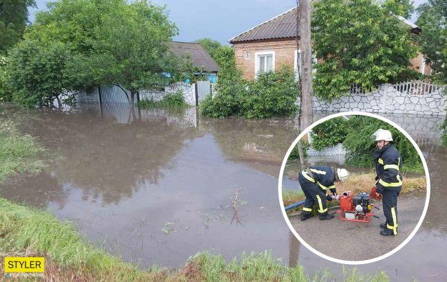 Под Харьковом и Кропивницким улицы превратились в реки: затопило жилые дома (фото)