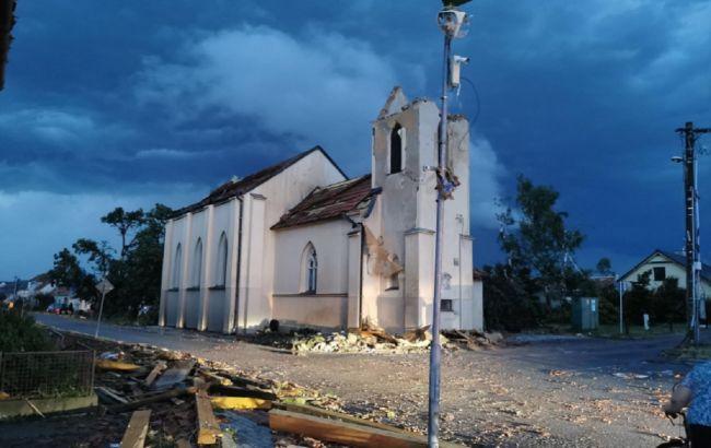 Число пострадавших после мощного торнадо в Чехии возросло вдвое