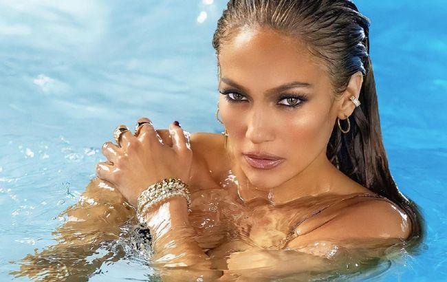 Напівгола в басейні: Дженніфер Лопес засипала мережу гарячими фото топлес