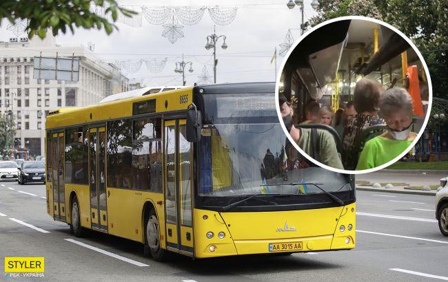 В Киеве в автобусе рухнула часть крыши: реакция пассажиров удивляет (фото)