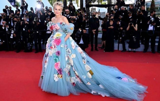 Сказочно красива: 63-летняя Шэрон Стоун в роскошном платье покорила Канны