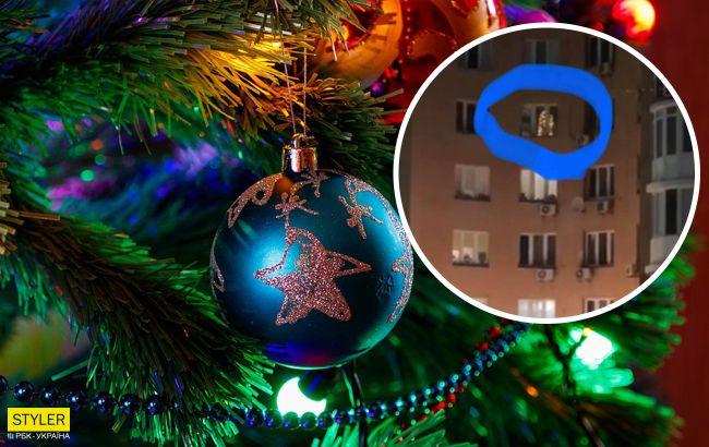 """В окне киевской квартиры заметили зажженную новогоднюю елку: """"сильные люди"""""""
