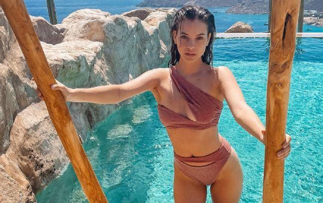 Срочно купить: Барбара Палвин демонстрирует роскошное тело в трендовом купальнике