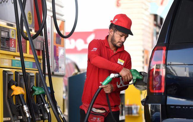 Украинцам на АЗС заливают бензина больше, чем вмещает бак. Это обман или норма?