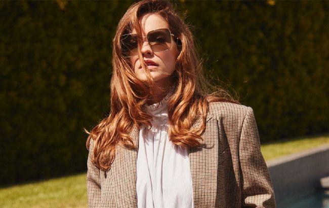 Срочно купить: Барбара Палвин показала, как носить самый модный пиджак осени 2021