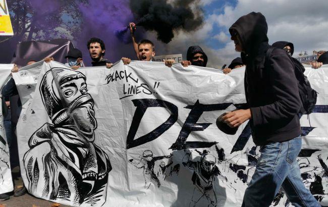 """Слезоточивый газ и столкновения: во Франции очередные протесты против """"паспортов здоровья"""""""