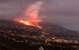 Извержение вулкана на Канарах: власти Испании хотят эвакуировать до 10 тысяч человек