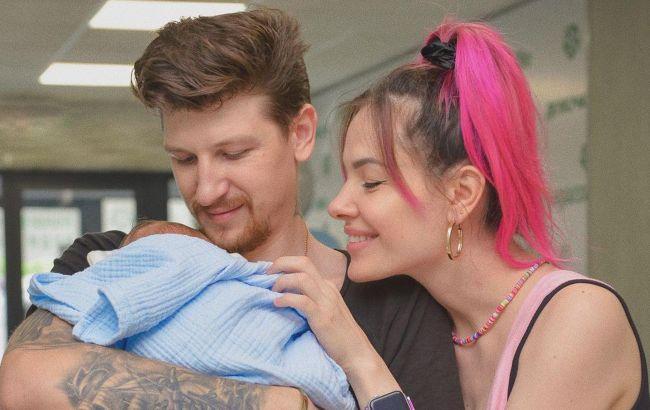 MamaRika незвичним способом розсекретила ім'я маленького сина (відео)