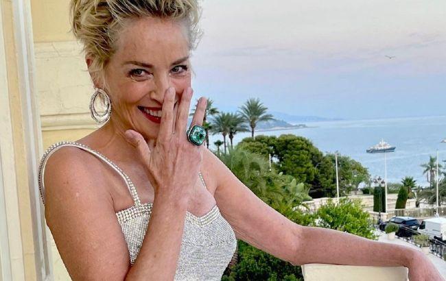 Все красивее: 63-летняя Шэрон Стоун в облегающем платье блистает в Монако