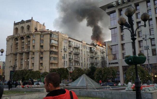Пожар в центре Киева: спасатели проводят эвакуацию жителей