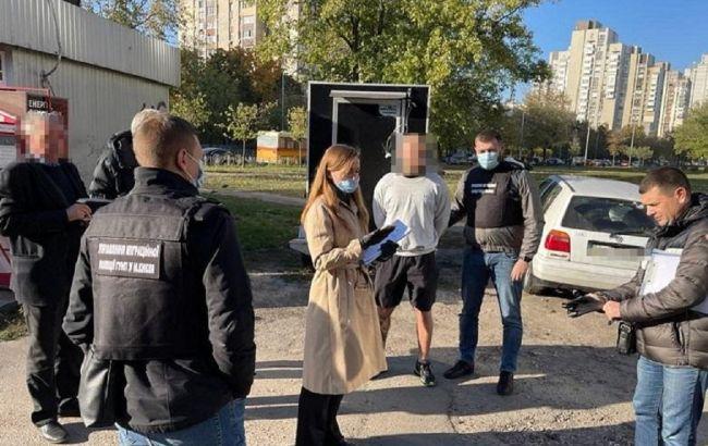 В Киеве мужчина продавал фальшивые COVID-сертификаты: ему грозит до 6 лет тюрьмы