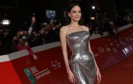 Взять на заметку: Анджелина Джоли показала два роскошных образа на выход, которые подойдут всем