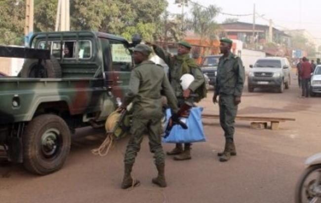 В центре Мали неизвестные напали на гостиницу