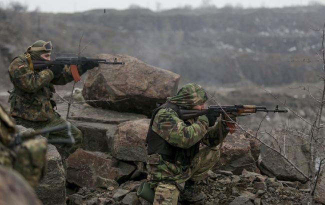 Штаб АТО: боевики продолжают пренебрегать минскими соглашениями и ведут огонь из оружия крупного калибра
