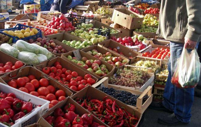 """У Криму окупаційна влада знищила дві тонни """"санкційних"""" овочів і фруктів"""