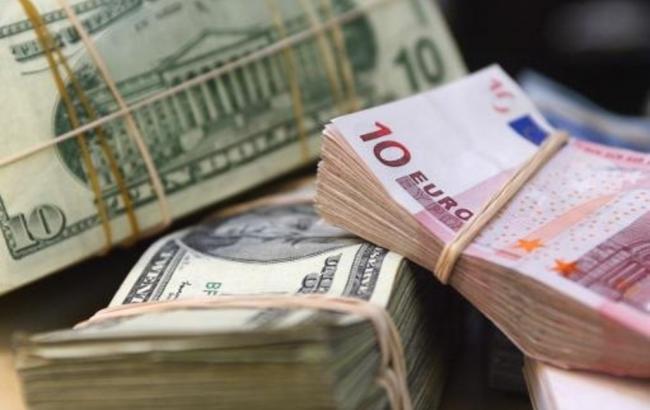 В Україні з 1 травня збільшуються мінімальна зарплата і пенсія