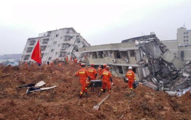 Китае из-за дождей начались наводнения и обвали грунтов