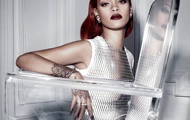 Футуристичная фотосессия Рианны для Dior Magazine